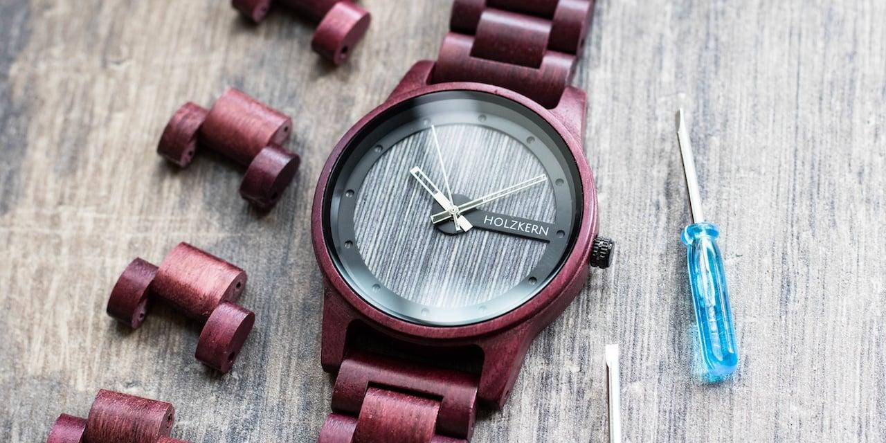 Uhren aus Holz und Stein mit extra Zubehör