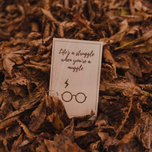 Holzpostkarte Struggle Muggle