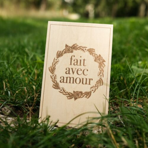 Carte de Vœux en Bois: Fait avec amour