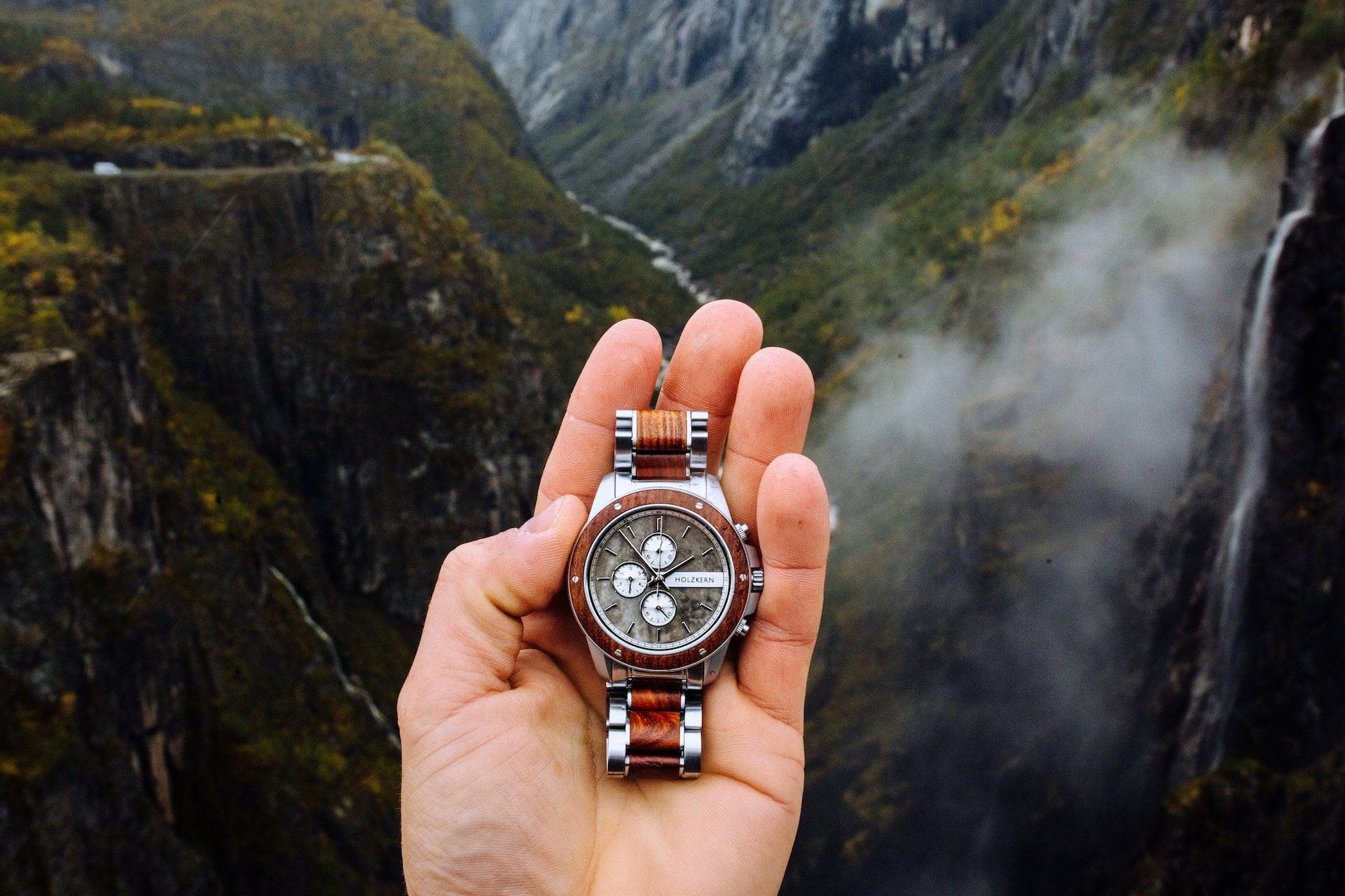 Der Accessoire Trend 2020 - Uhren aus Holz und Stein