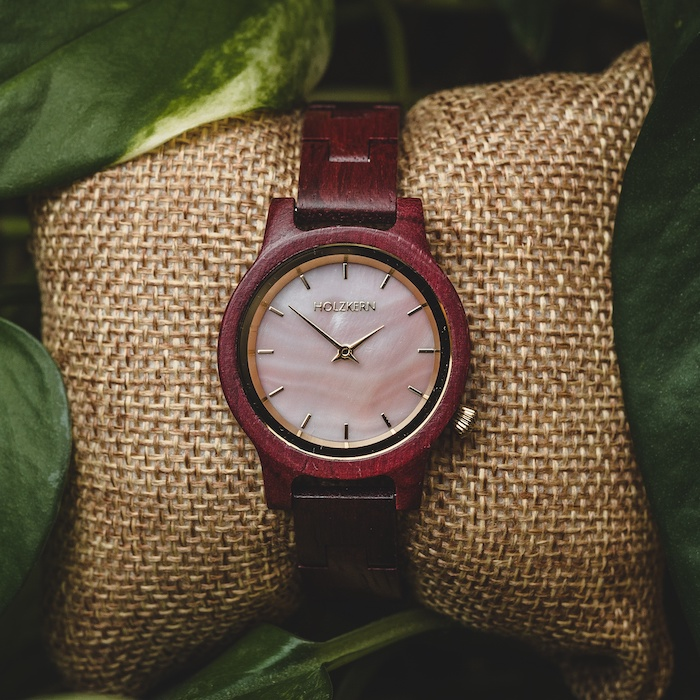 Rote Amaranth Uhren DE 4