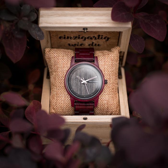 Rote Amaranth Uhren DE 7