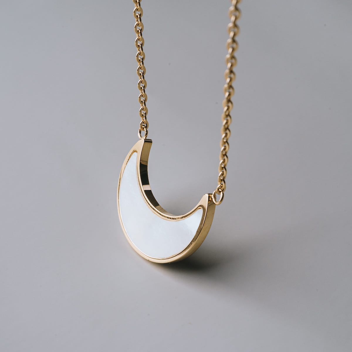 Hue necklace