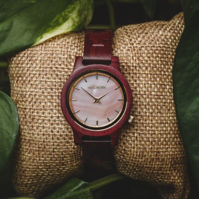 Rote Amaranth Uhren EN 4