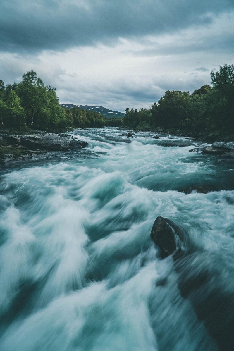 stürmischer Fluss