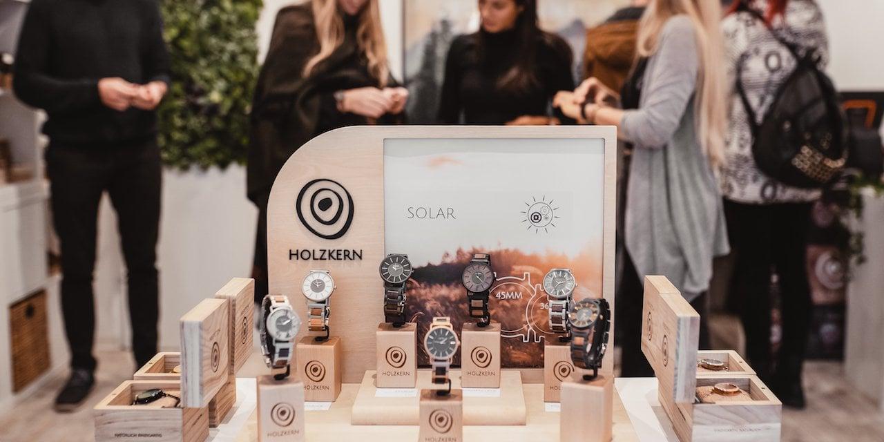 Orologi e Clienti al Pop Up Store Holzkern